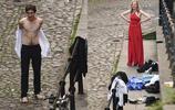 男女裸身洗澡不避隱私,不愧是劍橋大學的畢業高材生