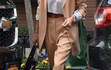 海莉時尚穿搭極具優雅氣質,比伯休閒造型帥氣似小夥