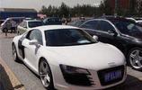 北京二手車成堆放,215萬的豪車僅賣70萬,如此便宜還是沒人買!
