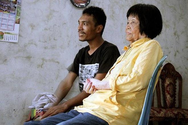 29歲男子和83歲老婦人打了一個小時電話後,倆人決定結婚