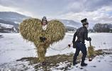 迷一樣的保加利亞人,冬天爭先恐後跳入冰水中只為尋找個十字架?