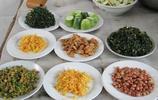 週末回農村老家,到幾個親戚家吃飯,大家看看哪個親戚家飯菜最好