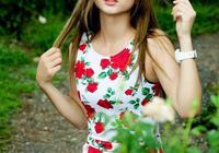花叢中飄起來的 花裙子
