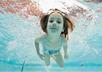 讓孩子學游泳,兒童游泳好處多多
