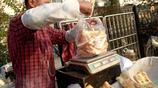 這個用一米高大鐵鍋做出的小吃一元一個一集賣出1200個吃過都說香