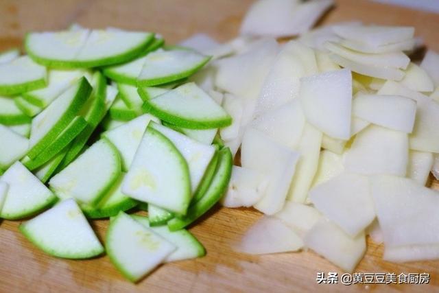 土豆別再炒土豆絲了,這種做法才是孩子最愛的,炒一盤都不夠吃
