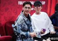 李易峰、朱一龍觀賽助威中國男籃,像他們坐的場邊票要多少錢一張,怎麼樣?