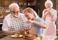 喝茶防癌又抗老,但醫生卻提醒:這3類人最好一口都別喝了!
