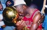 """為什麼NBA史上的籃球巨星,只有邁克爾·喬丹被稱為""""籃球之神"""""""