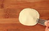 餃子皮創意新吃法,一壓一推,待客倍有面,朋友都誇我手藝好