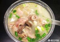 我想開一家牛雜湯店,要用哪些香料?怎樣製作才能把牛雜湯熬白?