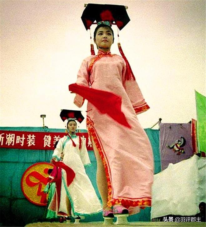 老照片:改革開放初期中國大陸模特,圖4十分罕見的有氧體操表演