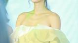 黃聖依一字肩裙靚麗性感,香肩外漏盡顯女性氣質!