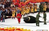 """瀋陽書法家寫一個""""龍""""字用了300公斤墨汁,網友:這也太浪費了"""