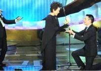 盤點那些曾經下跪的明星:劉德華周潤發贏得了尊敬,而他被罵幾年