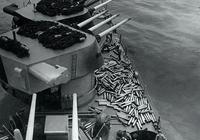 回收太費事扔了又可惜,在二戰和現代戰場上,艦炮彈殼都是如何處理