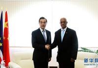 王毅與佛得角外長塔瓦雷斯舉行會談
