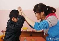 """1歲半寶寶只會喊""""爸爸、媽媽"""",不是貴人語遲,這5件事很重要"""