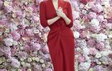 64歲林青霞,開年就穿大紅色,顏值依舊在線!老外眼都看直了!
