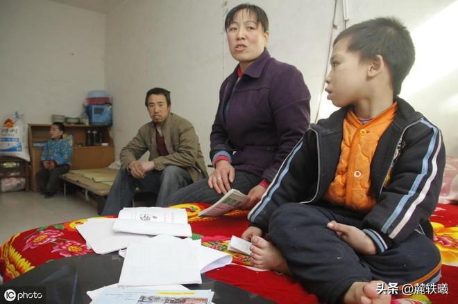陝西7歲孩童患怪病,整天哭鬧用頭撞牆,去了不少醫院查不出病因