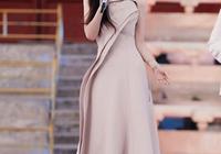 霍思燕要不要這麼嫩,穿裸粉色長裙優雅可愛,同框杜江更像小公主
