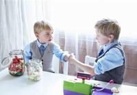 """當孩子說""""我不""""時,強迫分享的家長會教孩子""""孔融讓梨""""嗎?"""