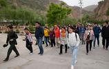 這個山村旅遊越來越火,吸引全國各地遊客,10元錢車票能遊遍全村