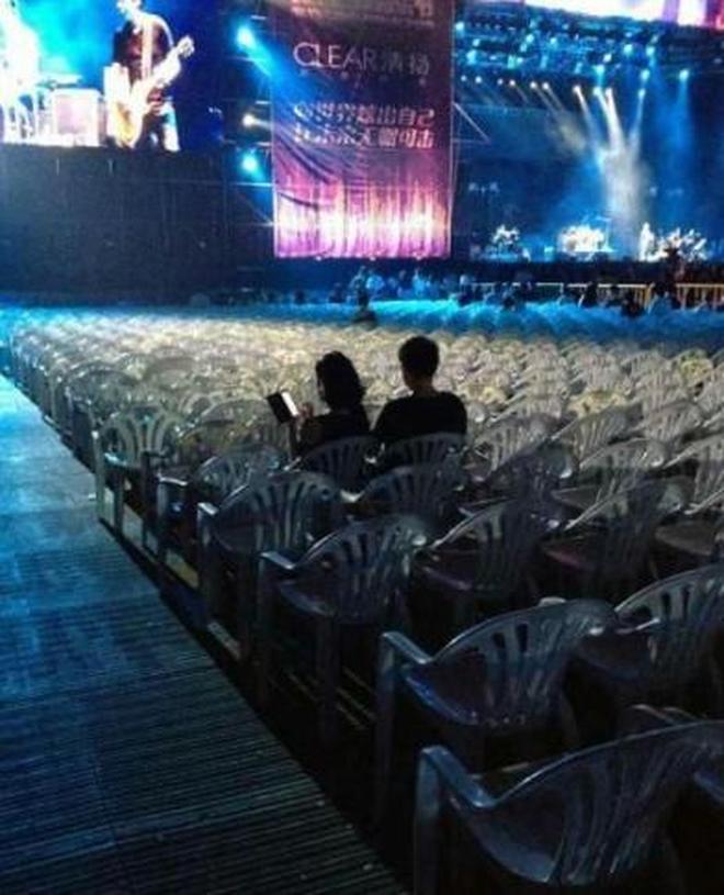 最慘淡的演唱會,10萬人場館來了28人,開唱15分鐘保安撤了大半