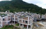 菜園子修在屋頂,這個村裡的房子造的太有意思了!