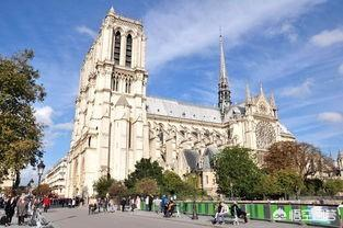 法國一邊有錢追隨美國發動戰爭,一邊卻要向全世界募捐修復巴黎聖母院,如何評價?