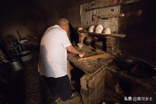 一家人為啥要吃兩鍋飯,66歲大叔和老伴真有隔夜仇?看看咋回事