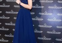 42歲林心如太會穿,一襲靛藍色連衣裙,穿出22歲少女的感覺!
